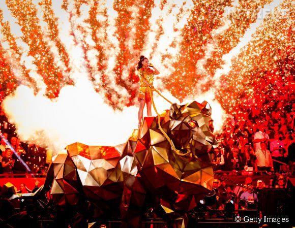 Katy Perry fait son entrée au Super Bowl 2015 le 1er février 2015 à Glendale en Arizona.