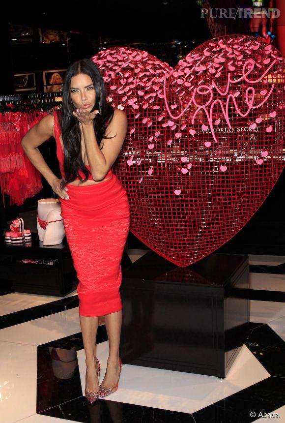 Adriana Lima et sa silhouette de rêve sont les atouts charme pour la Saint-Valentin de Victoria's Secret.