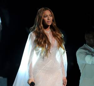"Beyoncé a interprété la chanson ""Take My Hand, Precious Lord"" aux Grammy Awards."