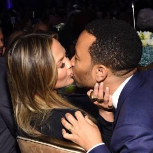 Chrissy Teigen et John Legend ont du mal à rester loin l'un de l'autre.