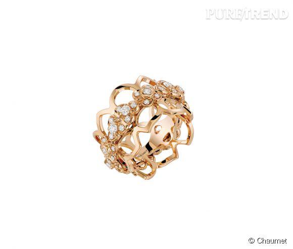 Chaumet Bague Hortensia bandeau en or rose et diamants, 6 700€.
