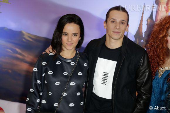 Alizée et Grégoire jouent à Anastasia Steele et Christian Grey sur Instagram. Le fouet et les menottes en moins.