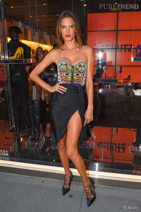 Alessandra Ambrosio adore les vêtements. Mais encore plus les petits bikinis.