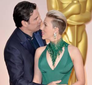 """Mais selon Scarlett Johansson, il s'agitssait là d'un """"cadrage malheureux"""". Ouf, on a eu peur pour John Travolta."""