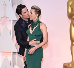 John Travolta et Scarlett Johansson à la cérémonie des Oscars de 2015.