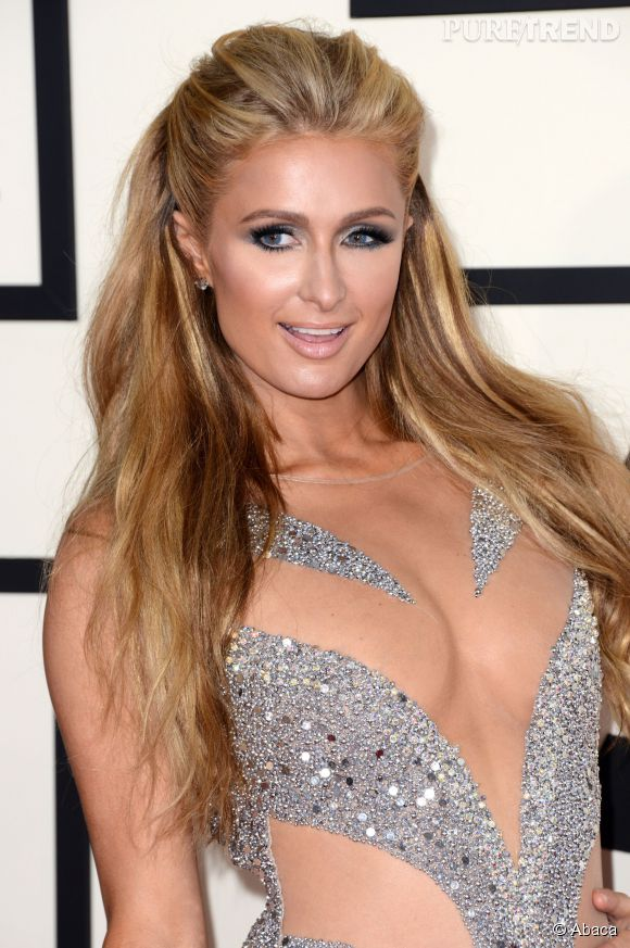 Aux Grammy Awards, Paris Hilton a eu la main lourde sur la poudre libre et le fond de teint. Dommage, c'est le nude qui est tendance.