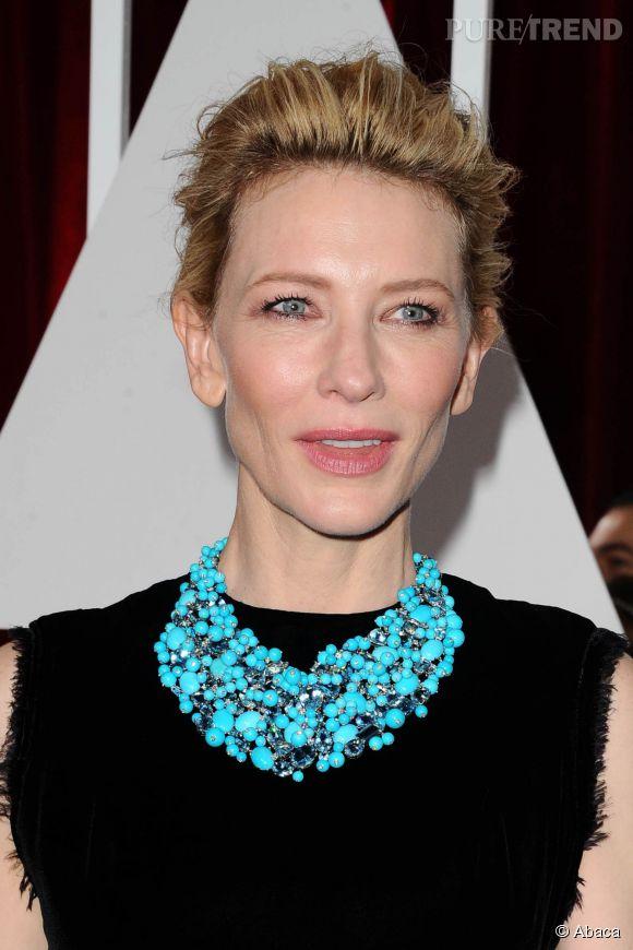 Aux Oscars 2015, Cate Blanchett a opté pour un chignon flou est un maquillage inexistant ou presque. En travaillant son regard, l'actrice serait parvenue à un résultat plus équilibré.