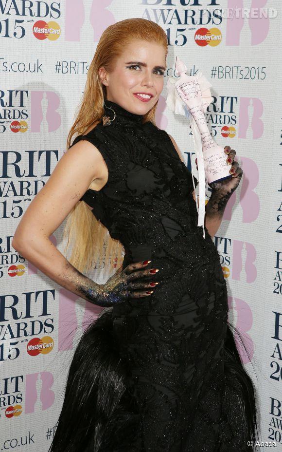 Aux Brit Awards 2015, Paloma Faith a misé sur le wet look. Mais avec son blond tirant sur le roux, le résultat n'est pas à la hauteur.