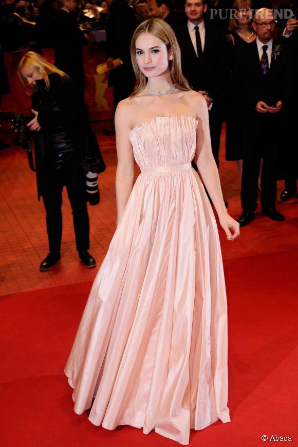 Lily James en Christian Dior.