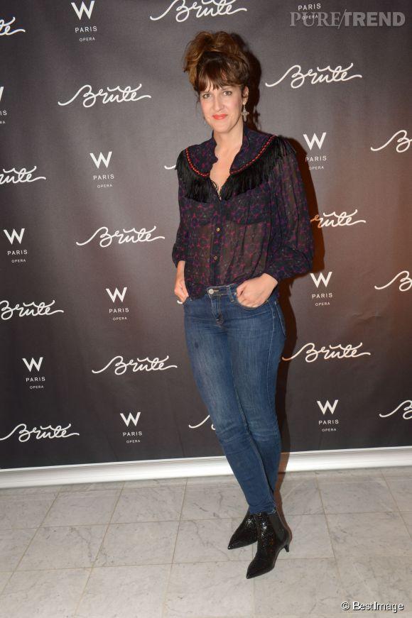 Daphné Burki et la chemise transparente à froufrous pour une soirée parisienne en 2014.