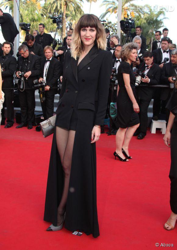 Daphné Burki ose tout au Festival de Cannes 2012 dans une robe qui suggère à moitié transparente.
