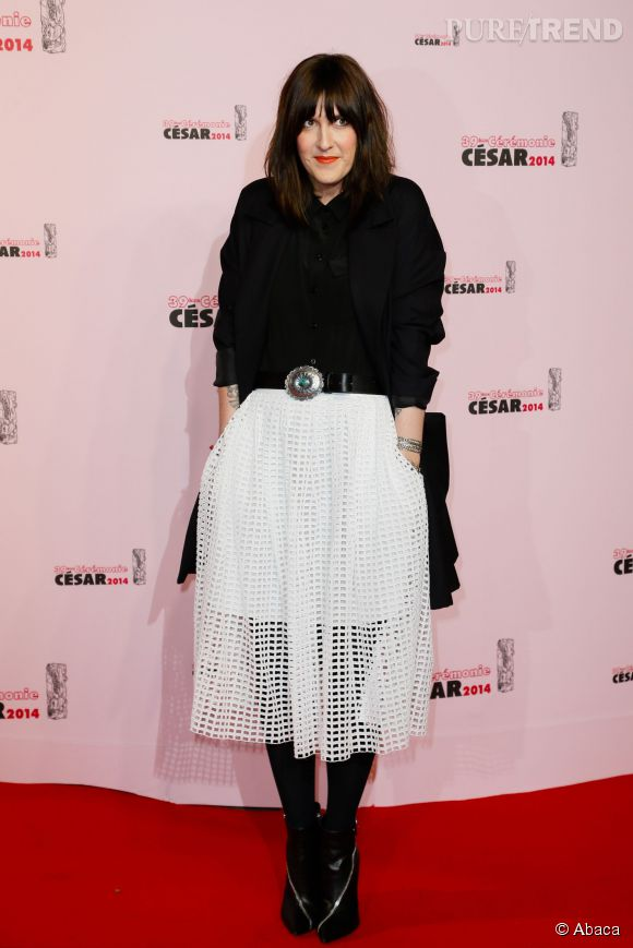 Daphné Burki, véritable caméléon de la mode avec sa jupe midi résille tendance et osée lors des César 2014.
