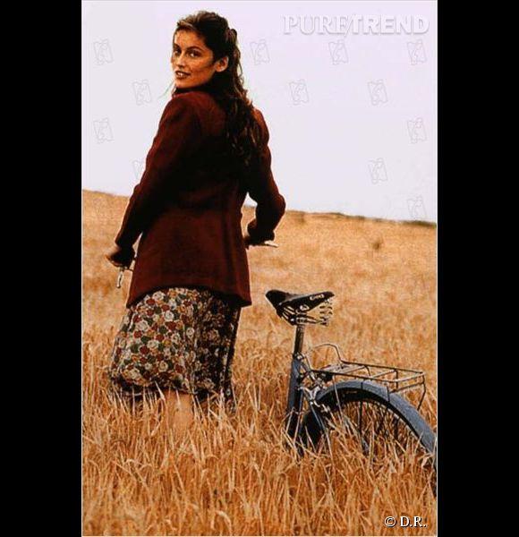 """Laetitia Casta dans """"La bicyclette bleue"""", un rôle marquant dans sa carrière de comédienne."""