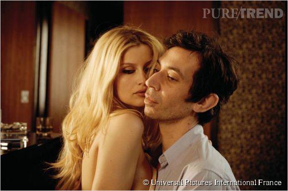 """Laetitia Casta est belle à couper le souffle dans le rôle de Brigitte Bardot, aux côtés d'Eric Elmosnino dans """"Gainsbourg (Vie héroïque)""""."""