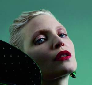 Nadja Auermann habillée par Roberto Capucci Haute Couture, photo par Matthew Stone, style par Robbie Spencer pour A Magazine curated by Delfina Delettrez SS15.
