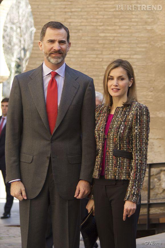 Letizia d'Espagne et le roi Felipe : cravate rouge et top fuchsia, un couple parfaitement assorti.