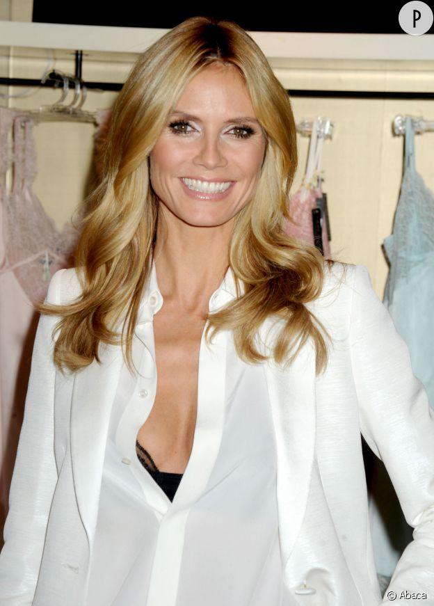 Le decolleté d'enfer d'Heidi Klum à New-York pour présenter sa marque de lingerie.