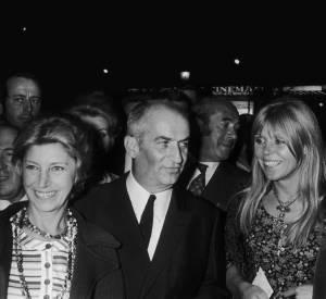 """Louis de Funès, son épouse Jeanne et leur fils Olivier lors de la première du film """"L'homme orchestre"""" en 1970."""