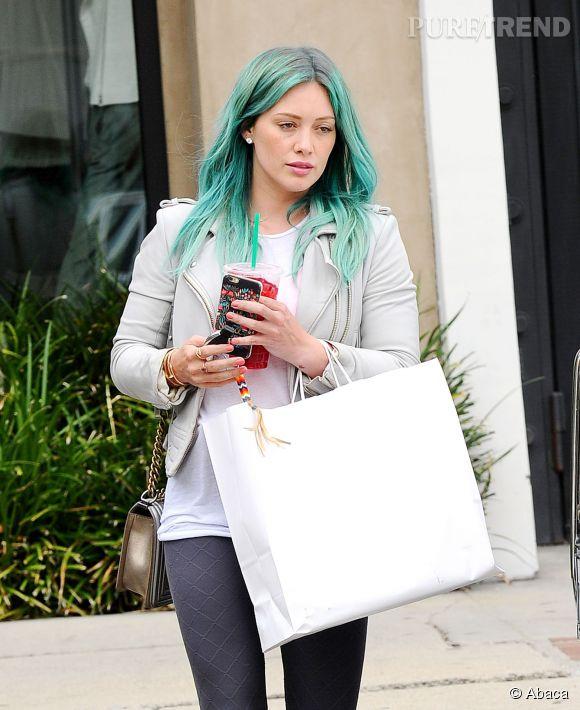 Hilary Duff aperçue avec les cheveux verts en plein Los Angeles, le 18 mars 2015.