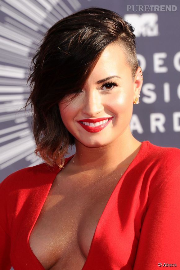 demi lovato cumule les tendances cheveux une coiffure. Black Bedroom Furniture Sets. Home Design Ideas