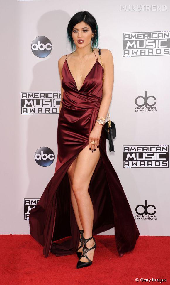 Galvanisee par son succes kylie jenner retente le coup for Kylie jenner robe