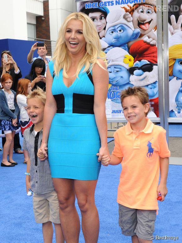 """Britney Spears et se fils lors de l'avant-première des """"Schtroumpfs 2"""" en 2013."""