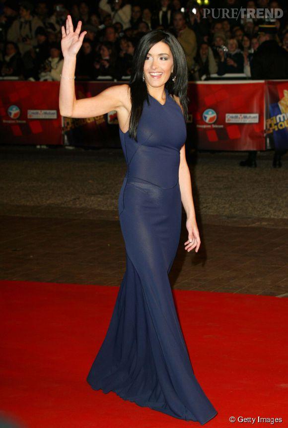 Jenifer , sexy dans une robe bleue moulante à Cannes en janvier 2004.