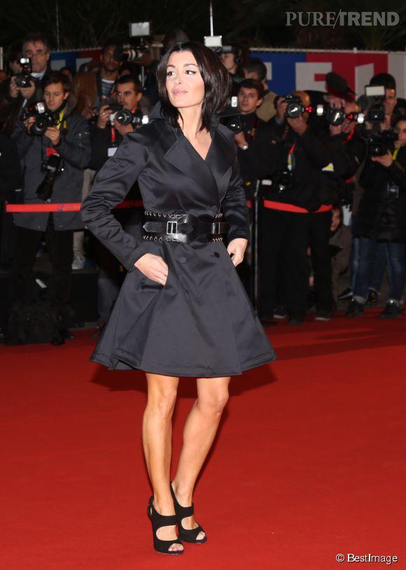 Jenifer, sexy dans un robe noire ceinturée à Cannes en janvier 2013.