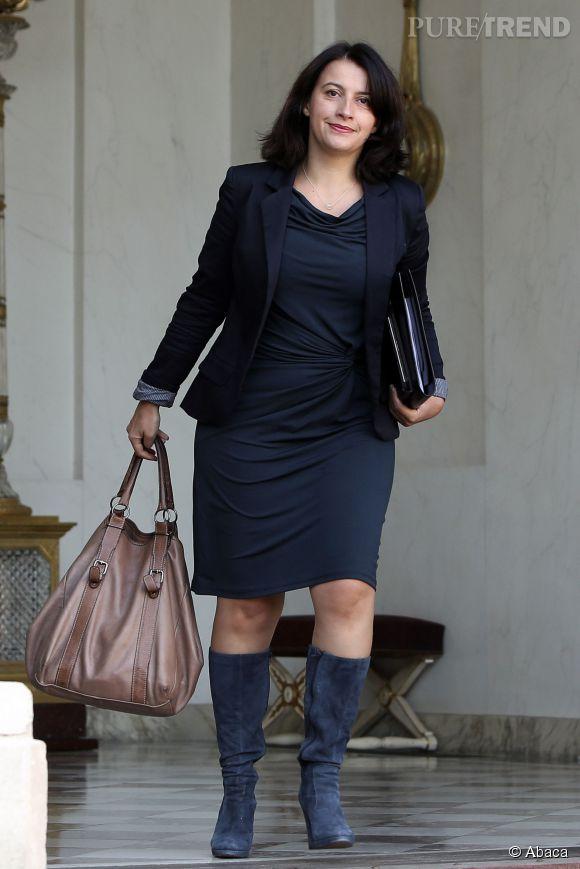 Femme En Robe Moulante une vrai femme fatale en robe moulante et bottes assorties - puretrend