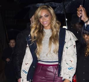 Beyoncé : dégaine la minijupe en cuir pour affirmer son sex-appeal
