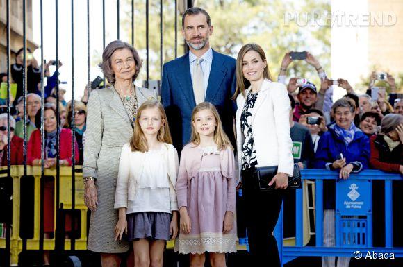 La famille royale d'Espagne s'offre un petit bain de foule pour Pâques.
