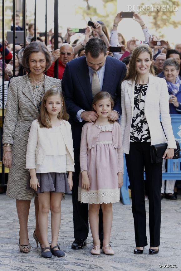 Letizia Ortiz et sa famille à la Messe de Pâques le 5 avril 2015 à Palma de Majorque.