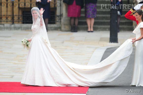 Kate Middleton a fait couler de l'encre le jour de son mariage en mai 2011 avec sa longue robe Sarah Burton pour Alexander McQueen.