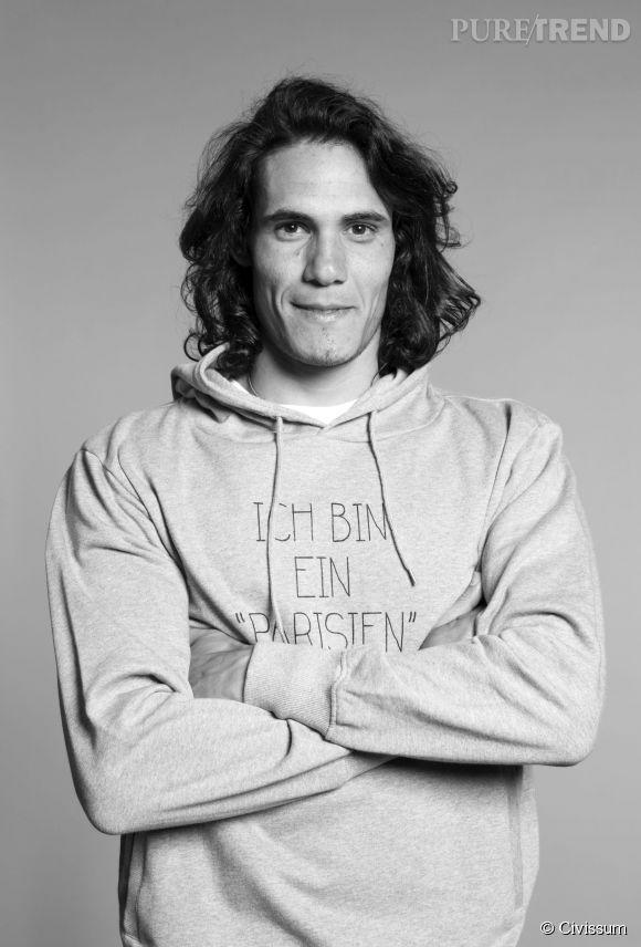Edinson Cavani porte le sweat-shirt à capuche Civissum x PSG.