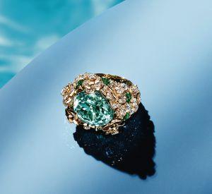 Collection Mediterranean Garden de Piaget Bague en or rose 18 carats sertie d'une tourmaline centrale bleu-vert de taille coussin, de 382 diamants taille brillant (env. 6.49 cts) et de 7 tourmalines taille poire.