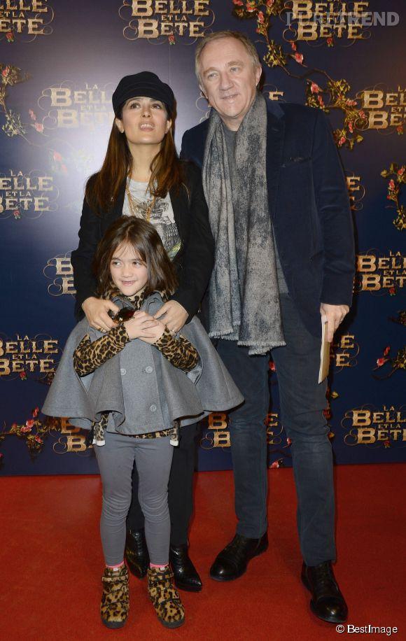 """Salma Hayek, sa fille Valentina et son mari François-Henri Pinault lors de la première de """"La Belle et la Bête"""" de Christophe Gans, le 9 février 2014."""