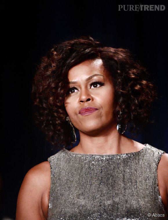 Michelle Obama a cédé à la nouvelle mode capillaire : le carré bouclé.
