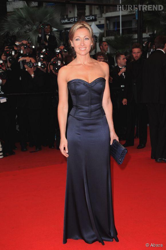 En robe bustier longue, Anne-Sophie Lapix a tout d'une star de cinéma.