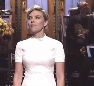 "Scarlett Johansson fait le show dans l'émission ""Saturday Night Live""."