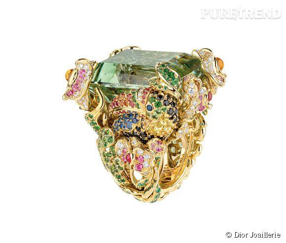 """Dior Joaillerie    Bague """"Incroyables et Merveilleuse Toucan"""" en or jaune, diamants, béryl vert, saphirs, rubis, émeraudes, saphirs orange, roses et jaunes, tsavorites et spinelles noirs.   Prix sur demande."""