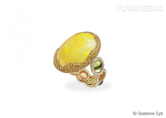 """Suzanne Syz    Bague """"Sunset Wonderland"""" en or jaune, opale, diamants blancs, saphirs orange, grenats, tourmalines et péridots.   Prix sur demande."""