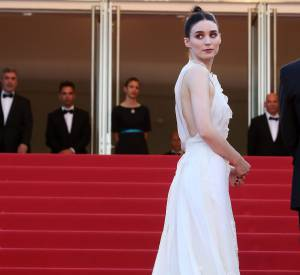 Rooney Mara, virginale dans sa robe signée Rochas.