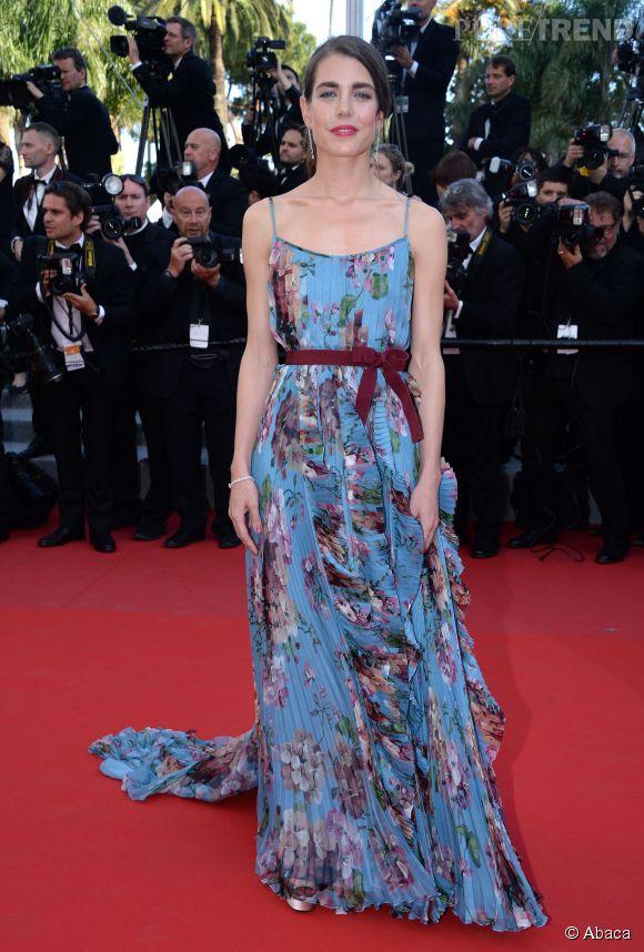 Charlotte Casiraghi, printanière dans sa robe fleurie signée Gucci.