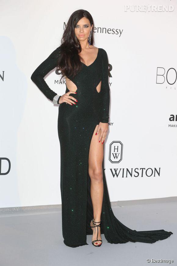 Gala de l'amfAR : fendu aussi au programme pour la belle Adriana Lima, en Alexandre Vauthier.