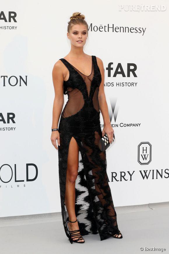 Le joli mannequin danois Nina Agdal a osé la transparence et le fendu dans une robe Redemption Choppers pour l'amfAR.
