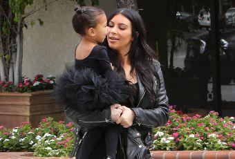 Kim Kardashian : complice avec North, trop craquante en tutu