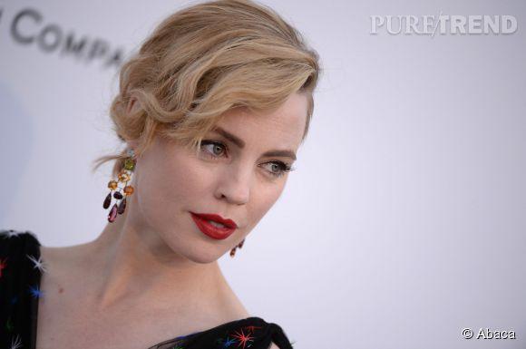 Melissa George porte des boucles d'oreilles H. Stern lors du Festival de Cannes 2015.