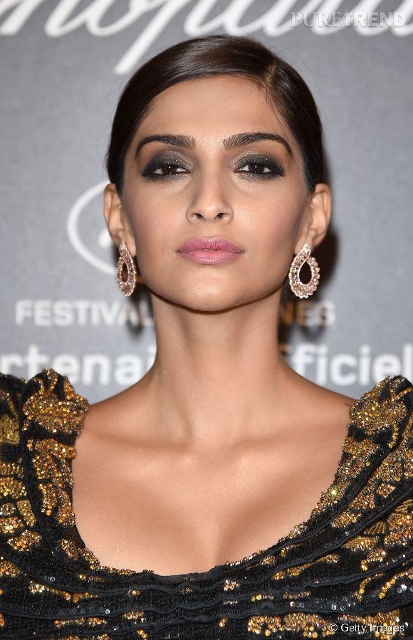 Sonam Kapoor parée par Chopard lors du Festival de Cannes 2015.