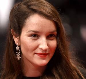 Anaïs Demoustier parée par Chaumet d'une paire de boucles d'oreilles en platine et diamants lors du Festival de Cannes 2015.
