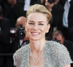 Naomi Watts porte un sautoir Bulgari en or blanc et diamants lors du Festival de Cannes 2015.